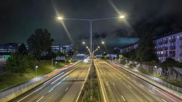 lapso de tempo hd: tráfego rodoviário à noite