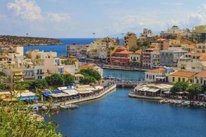Vistas al puerto de Agios Nikolaos, Creta foto