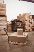 cajas de cartón en el almacén foto