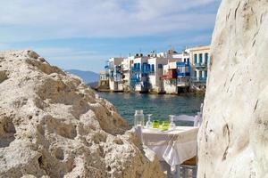 Vista panorámica de la pequeña Venecia en la isla de Mykonos, Grecia