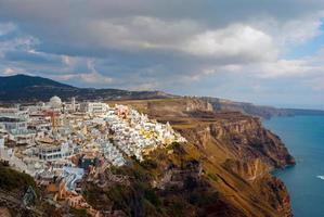 Ciudad de Oia en la isla de Santorini (Thira), Grecia