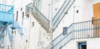 viejos edificios históricos en las cícladas en grecia. foto