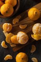 mandarinas orgánicas frescas crudas foto