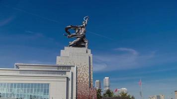 Ouvrier industriel et monument de fille de ferme collective, timelapse, Moscou, Russie