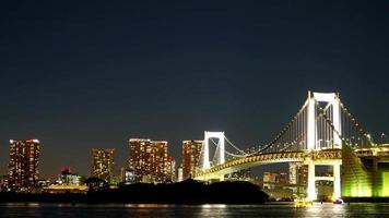 timelapse: ponte arcobaleno a tokyo in giappone