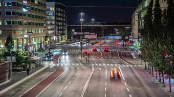 lapso de tempo hd: trânsito da cidade à noite