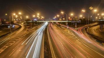 lapso de tiempo - tráfico de la ciudad por la noche