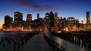 lasso di tempo tramonto vista del quartiere finanziario di manhattan, ny, usa