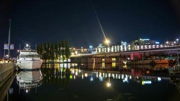lapso de tempo hd: ponte ferroviária à noite