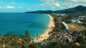 aérea: bela praia com altura.