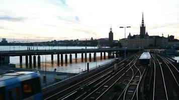 Stockholmer Stadtbild in der Abenddämmerung video