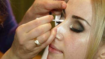 maquiagem de noiva - aplicação de sombra video