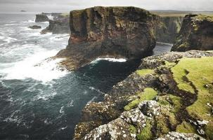 paisaje de la costa escocesa en las islas shetland. Escocia. Reino Unido foto