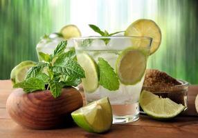 glass of mojito cocktail w