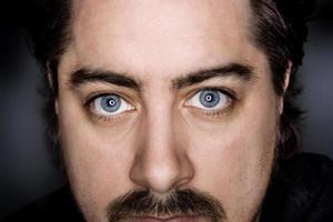 hombre de ojos azules foto