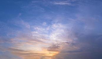 colorido cielo al atardecer