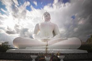 a grande estátua de Buda branco, Tailândia