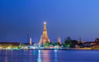 wat arun à noite, bangkok, tailândia
