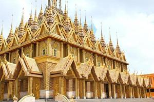 Golden pagoda at Wat Tha Sung Temple