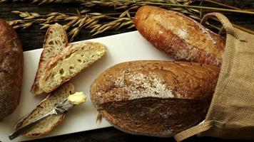 frisch gebackenes traditionelles Brot video