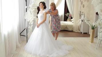 Flitterwochenzimmer, Braut, Posieren, Kleid