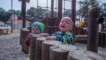 a felicidade da criança video
