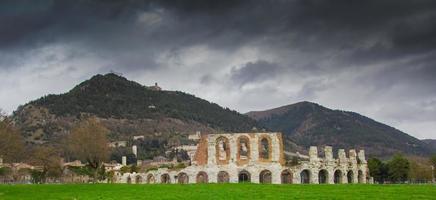 o antigo teatro romano de gubbio