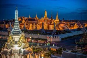 Grand palace and Wat phra keaw at night photo