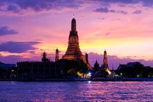 wat arun ao pôr do sol, bangkok, tailândia