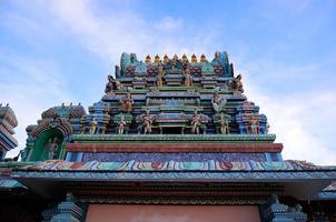 el techo de un templo hindú foto