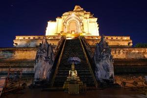 templo de chedi luang foto