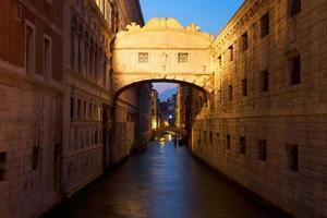 Puente de los Suspiros, Venecia, Italia foto