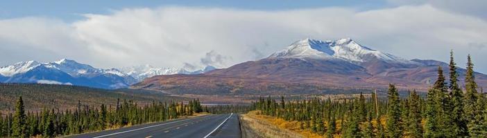 montanha de mira ao longo da rodovia glenn