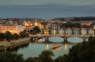 Vltava y puentes en Praga, República Checa