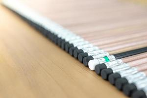 un lápiz de madera señalado
