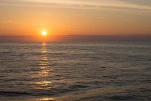 puesta de sol en el océano