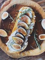 Top view of figs on wood slice