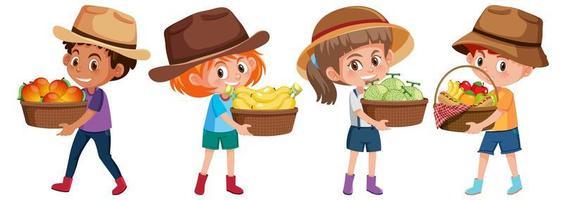 conjunto de diferentes niños sosteniendo una canasta de frutas