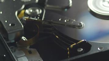primo piano della lettura dei dati del hdd del computer video
