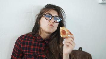 woman eating pizza at home video