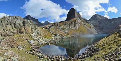 Panoramic view with a mountain lake d'Arrious photo