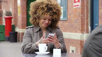 chá e mensagens de texto video