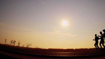 Silhouette Morgen aktive Menschen trainieren
