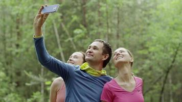 selfie divertente con gli amici video