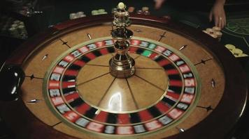 casino: roulette in movimento, pallina ferma al nero venticinque video