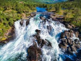 Cascada de likholefossen en Noruega