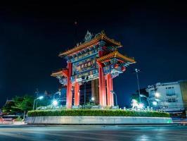 El arco de la puerta de enlace (círculo odeon), símbolo de Chinatown Bangkok, Tailandia