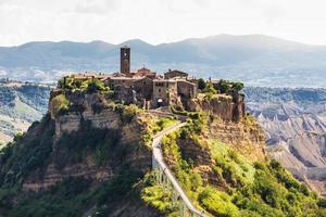 ciudad medieval de bagnoreggio, italia foto