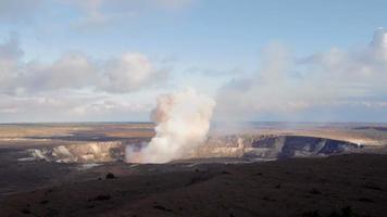 explosão no vulcão kileaua havaí