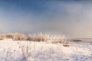 día de invierno nevado, lago chiemsee